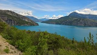 Lac Serre Poncon : Lac de serre ponçon la baie et la chapelle saint michel